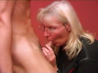 Sexy mom with sweet saggy tits & guy